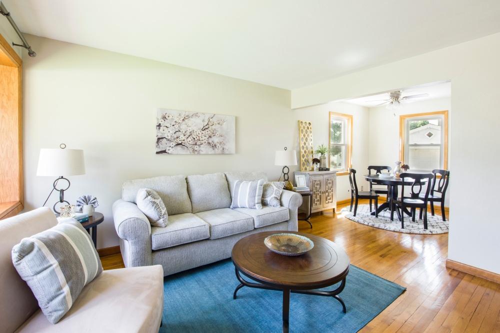 резная мебель и цвет стен, какой цвет стен для антикварной мебели, декорированная мебель и цвет гостиной