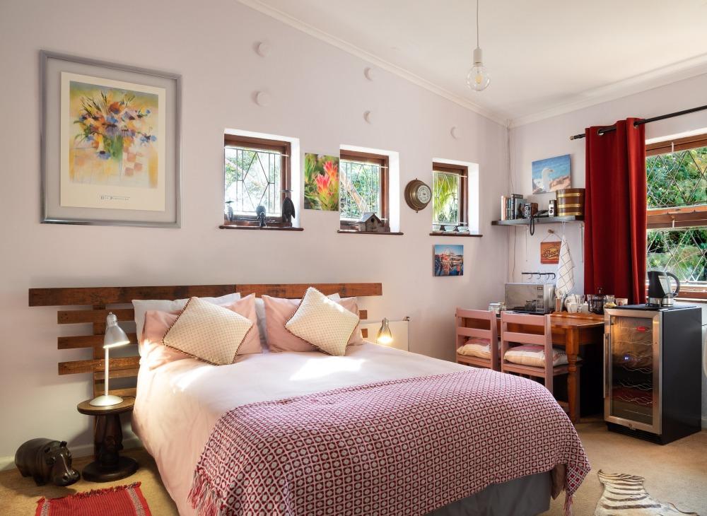 комнаты окрашены в яркие цвета, квартира в светлых тонах, яркие цвета стен в квартире