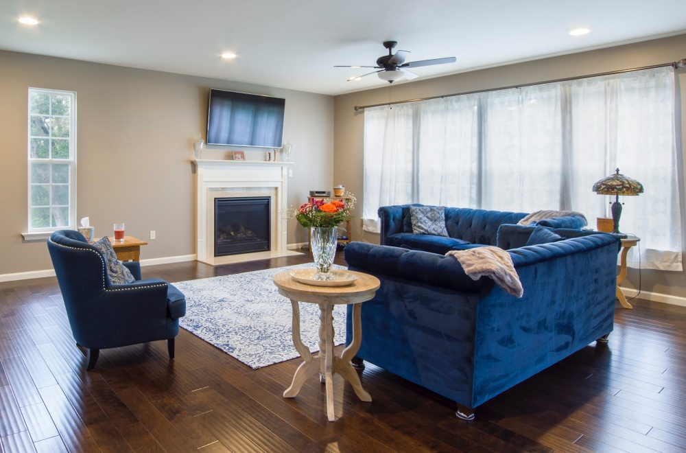 темно-синий в гостиной, цвета для гостиной, темные цвета в гостиной