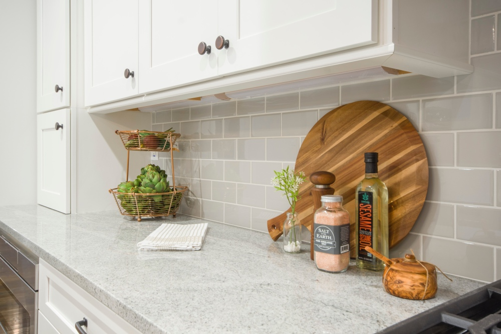 как отремонтировать плитку на кухне, плитку без сколов, приклеить плитку на кухне