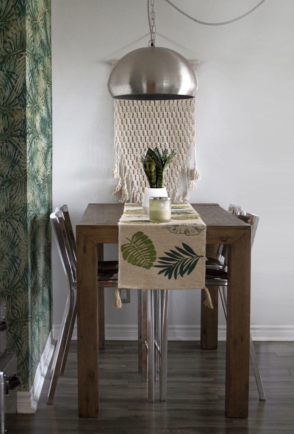 обои на кухонном столе, какие обои рядом с кухонным столом, узорчатые обои на кухонном столе