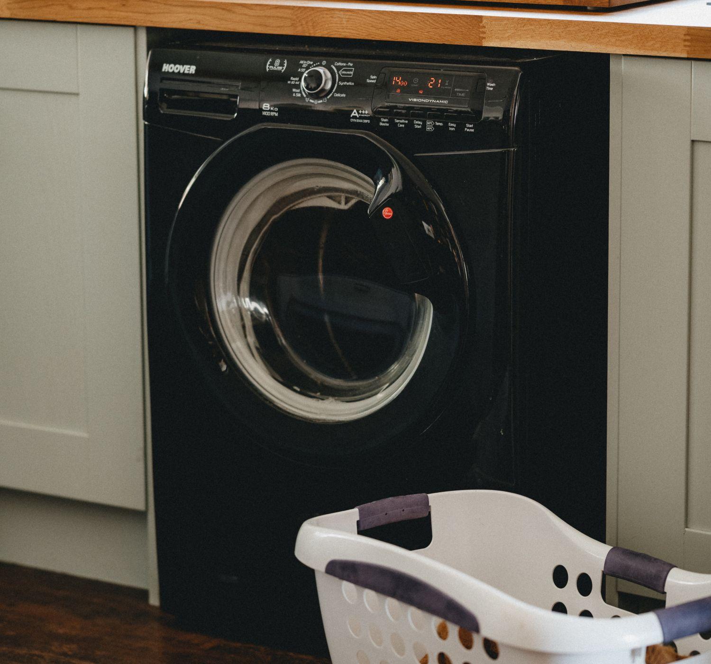 стиральная и посудомоечная машины на кухне