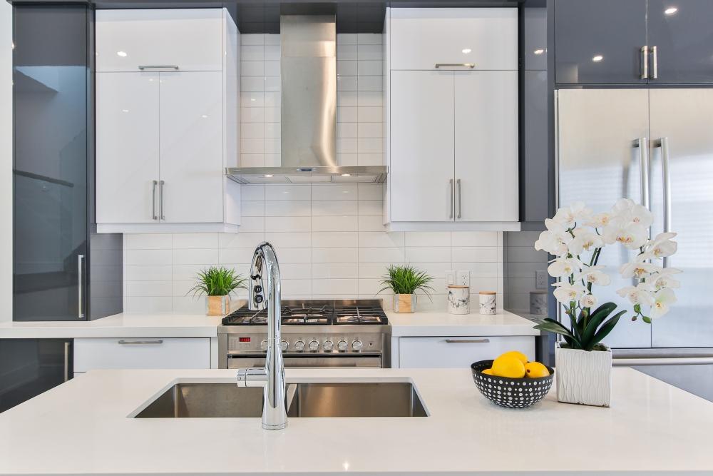 какого цвета бытовая техника на серой кухне, техника на серой кухне, духовой шкаф для серой кухни