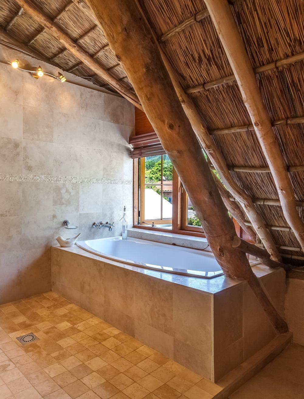 ванная комната с небольшой плиткой для пола, маленькая плитка на полу, вид плитки для ванной комнаты на полу