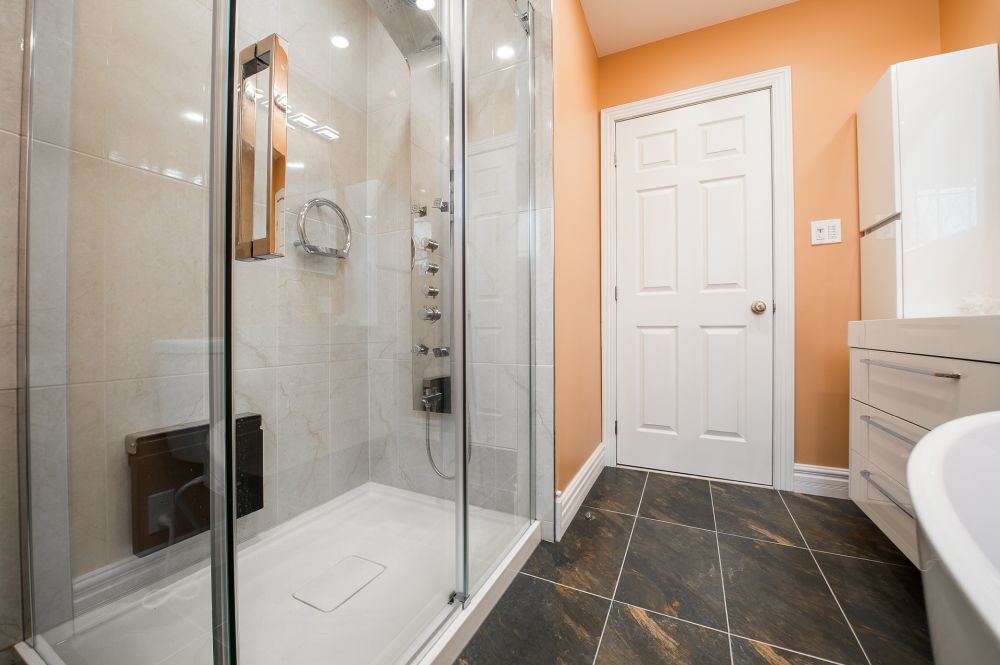 как оптически разделить ванную комнату, цвета ванной, разделить ванную на зоны