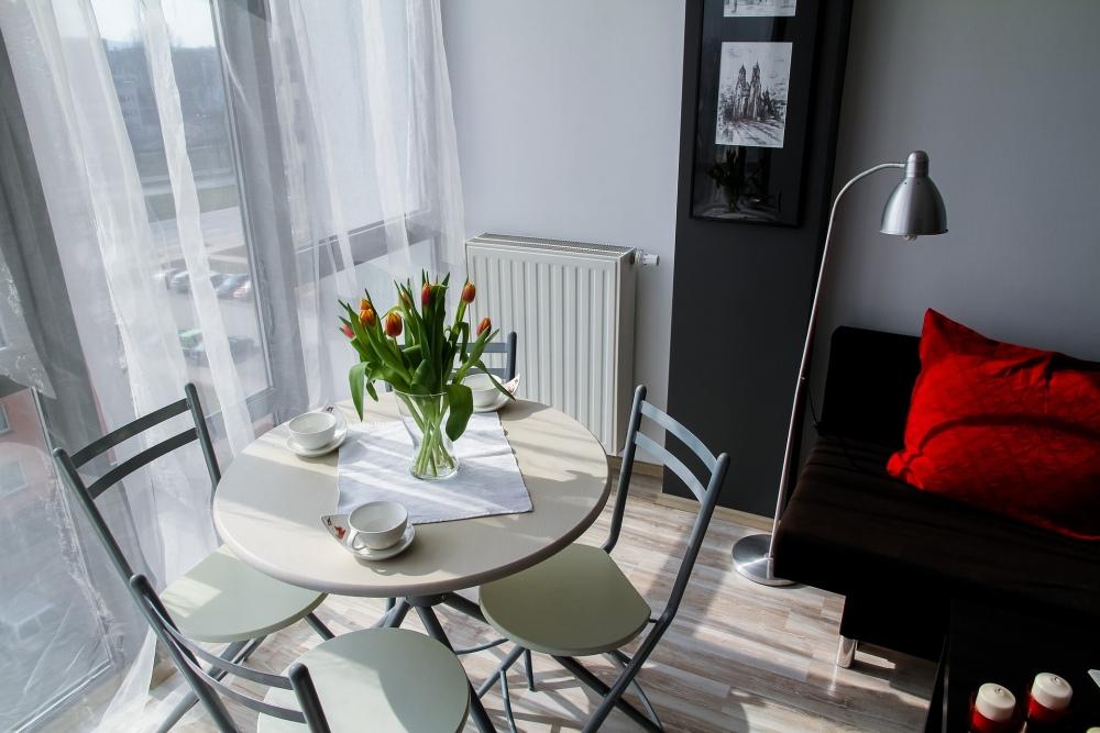 небольшая столовая в гостиной, небольшая столовая, гостиная в блоке, как обустроить столовую в блоке