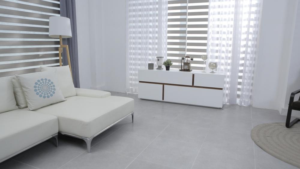 белая мебель в гостиной, яркая мебель в гостиной, яркие цвета в гостиной