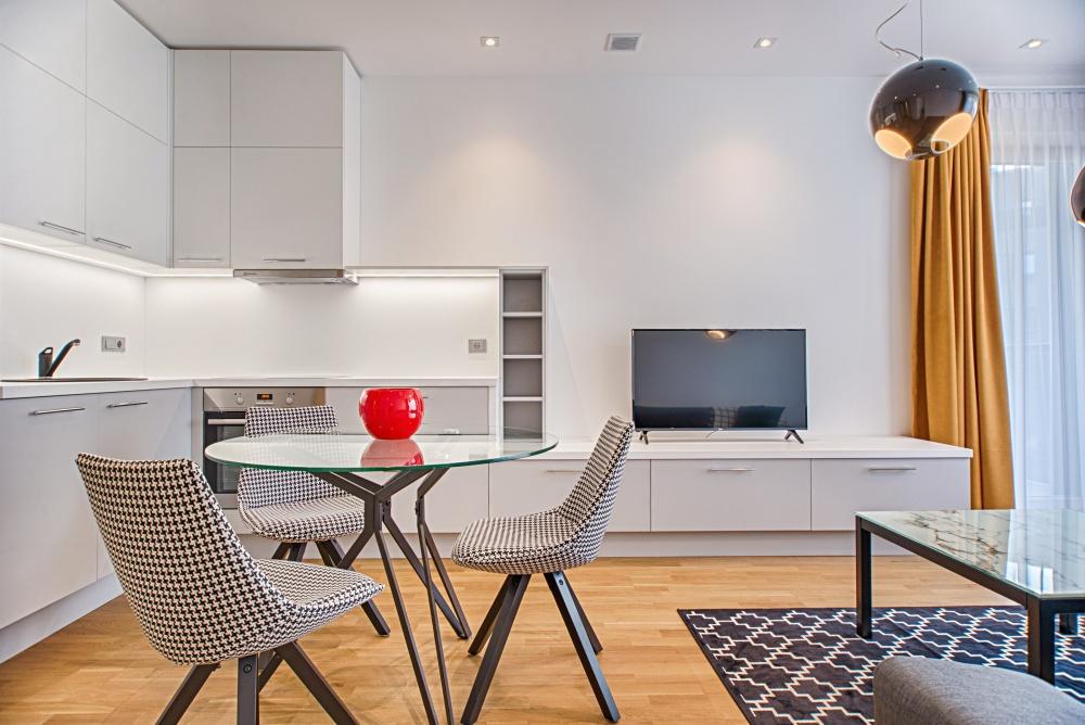 минималистская мебель в маленькой гостиной, мебель для маленькой гостиной, какие шкафы в маленькой гостиной