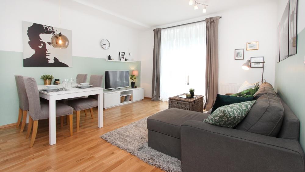 столик для небольшой гостиной, где можно поставить столик в небольшой гостиной, небольшой гостиной со столом