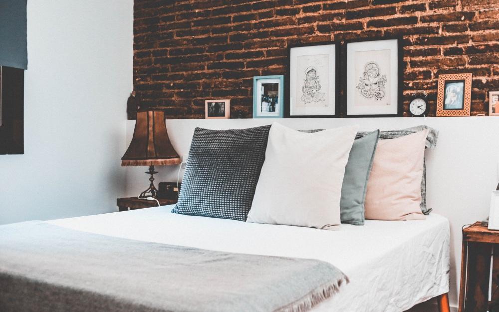 6 Pomysłów Na To Jak Ustawić łóżko W Sypialni Dekoportalpl