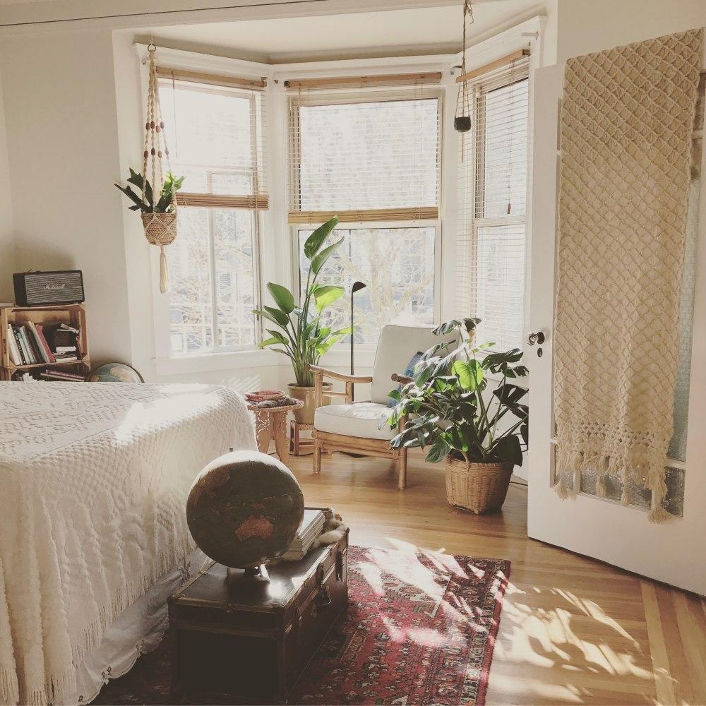 почцветы для спальни по фен шуй цветы для спальни приметы цветы в спальне вредно цветы в спальне советы и рекомендации вредны ли комнатные цветы в спальне растения в спальне вред цветок в спальню для любви растения для спальни кислородему растения в спальне, какие цветы для спальни, рекомендуемые растения для спальни