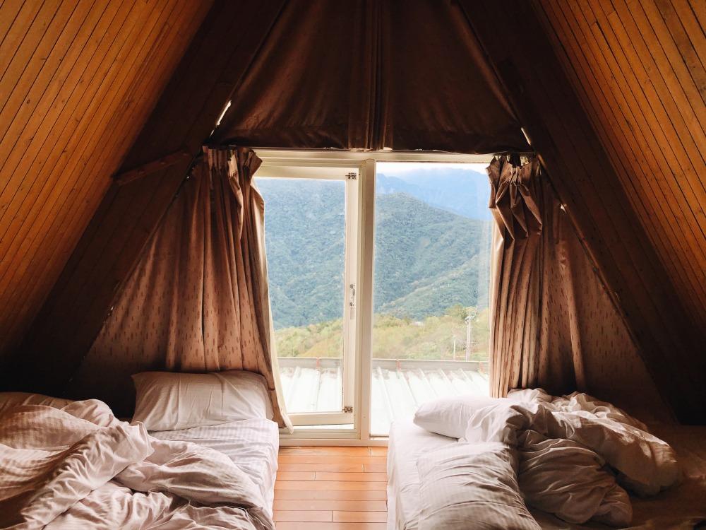 чердак как спальня, как сделать спальню на чердаке, детская спальня на чердаке