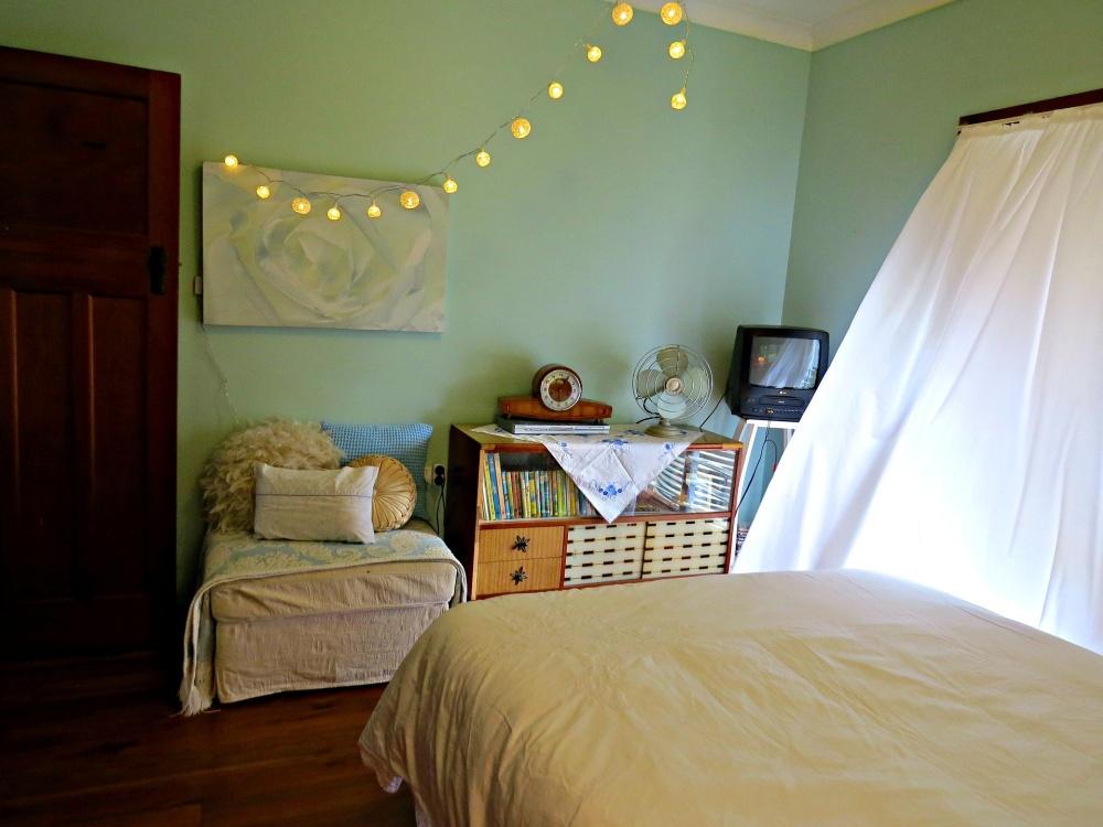 мятная спальня, мятная в спальне, комната мятного цвета